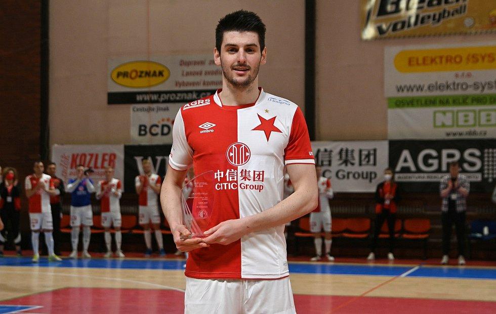 David Jošt s trofejí pro nejlepší střelce. V základní části futsalové 1. ligy nastřílel 35 gólů.