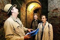 Expertka na rekonstrukce Věra Mülerová (uprostřed) si včera prohlédla vyklizené podzemní prostory v Havlíčkových sadech.