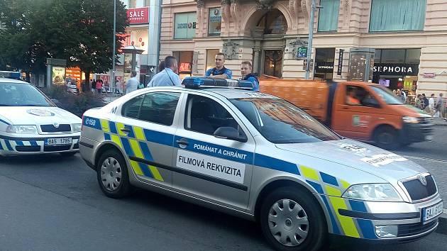 Policejní auto jako filmová rekvizita