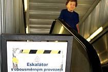 Eskalátor, který vás sveze nahoru, ale i dolů, využívají obyvatelé v Praze 11.