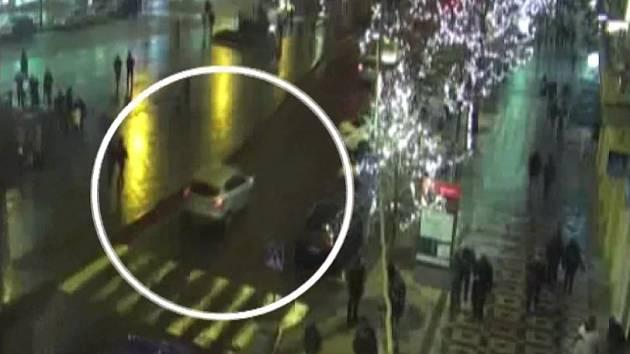 Cizinec jel v protisměru, pak ujížděl přes Václavské náměstí.