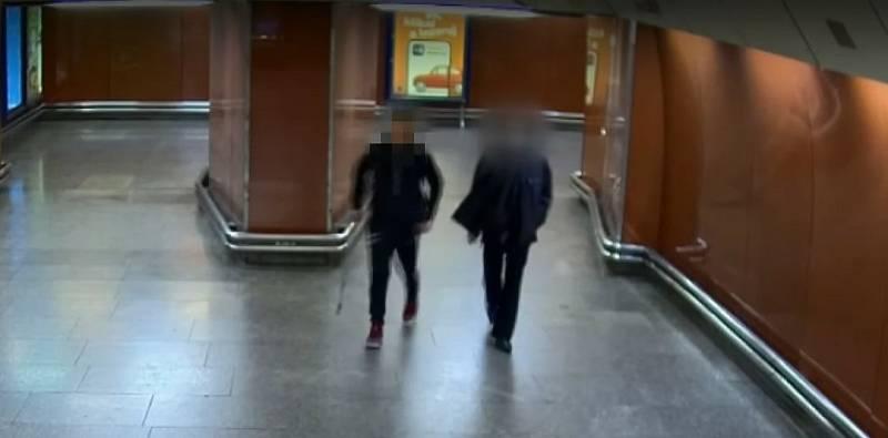 Rvačka v metru.