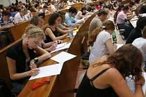 Studentů každoročně přibývá, zázemí pro ně je však stále ještě nedostačující.