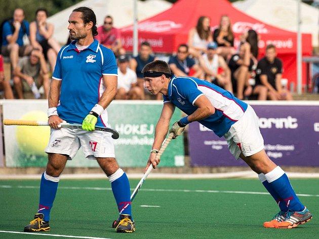 STŘÍDÁNÍ STRÁŽÍ. Richarda Kotrče (vlevo) už v reprezentaci neuvidíme. O místo na slunci se derou mladí, například Lukáš Plochý, který vstřelil Skotsku jediný český gól.