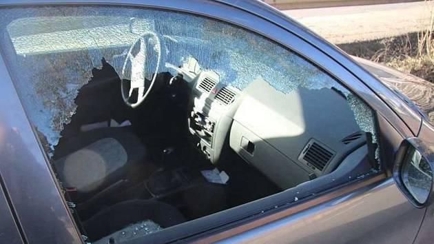 Z auta ukradl i ponornou pilu. Hrozí mu dva roky vězení