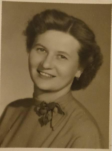 Marta Košťálová na fotografii ze 40. let