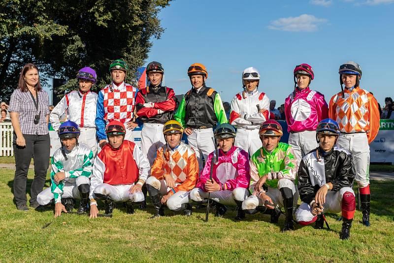 Společná fotka všech žokejů letošního ročníku EJC.