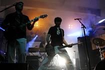 Hudební skupina TataBoys vystoupila 20. června v rámci festivalu současného umění United Island of Prague v pražské Meet factory.