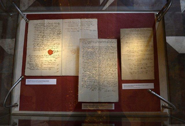 Výstava To se Marii Terezii povedlo začala v Zrcadlové kapli pražského Klementina.