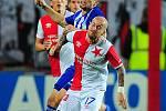 Fotbalové utkání semifinále Mol Cupu mezi celky SK Slavia Praha a FK Mladá Boleslav 17. dubna v Praze. Miroslav Stoch vs. Adam Jánoš.
