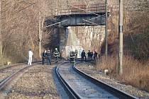 Ženu srazil rychlík 756 jedoucí z Prahy do Chebu. Událost se stala v pátek po čtvrt na jedenáct dopoledne mezi smíchovským nádražím a Radotínem. Podle strojvedoucího šlo o sebevraždu.
