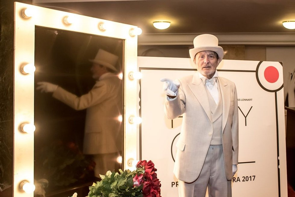 Ukázka kostýmů k chystanému představení Funny Girl v pražském Divadle Dva. Na snímku Ladislav Frej.