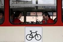 """V sobotu 29. března začne jezdit cyklovlak """"VELO"""" na trase Praha Masarykovo nádraží – Hostivice – Podlešín – Slaný."""