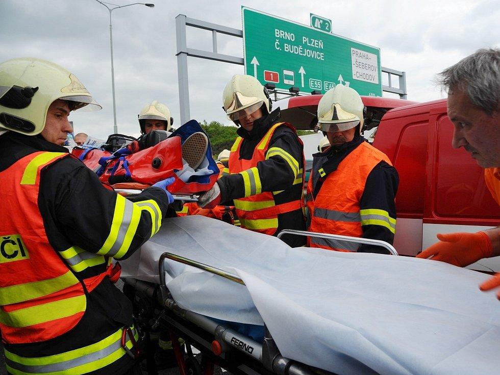 Nehoda na D1 v úrovni Chodova.