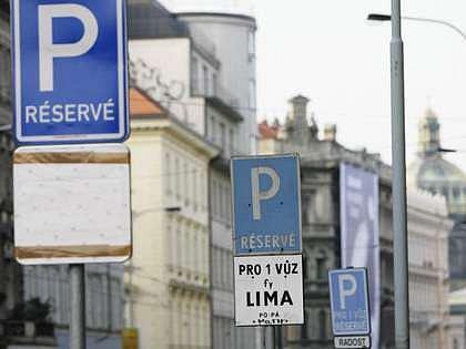 Při ztrátě či krádeži přenosné parkovací karty budete mít s parkováním problém. Náhradní Vám magistrát nevydá, nezbývá nic jiného než si koupit novou.