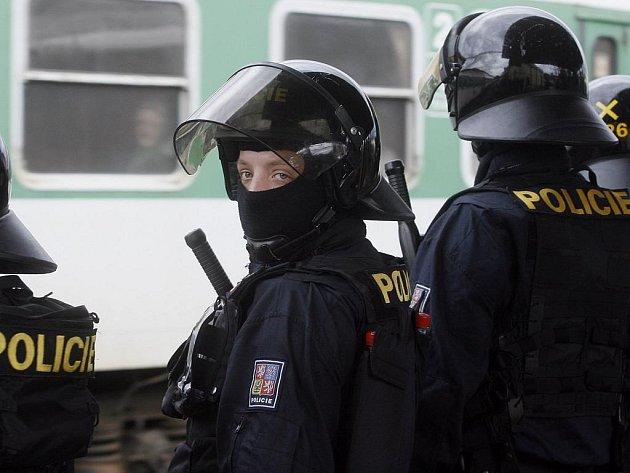 VRŠOVICKÉ NÁDRAŽÍ. Policie je na příjezd fanoušků Ostravy připravena./Ilustrační foto