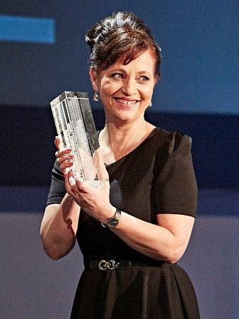 Cenu české filmové kritiky 2015za Nejlepší ženský herecký výkon převzala Alena Mihulová za ztvárnění Vlasty ve filmu Domácí péče.