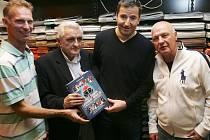 Křest Zlaté knihy českého hokeje od autora Miloslava Jenšíka se uskutečnil v pondělí 31.října 2011 v pražském paláci Luxor. Kmotry byli Pavel Richter, Robert Záruba a Dominik Hašek.