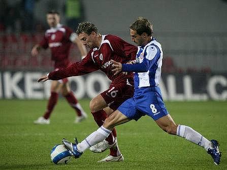 NEJDE TO. Jan Šimák prožívá období fotbalového trápení. Zákonitěskončil v kádru třetiligové rezervy.