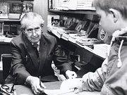 Jaroslav Foglar na autogramiádě knihy Modrá rokle v knihkupectví Olympia vPraze.