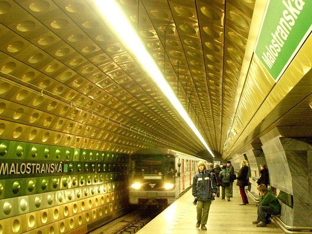 Stanice metra Malostranská.