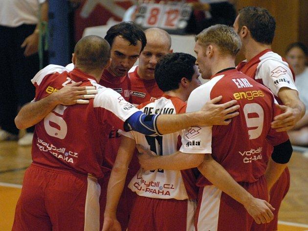 Oslava číslo čtyři. Z dosavadních osmi extraligových zápasů vyhráli volejbalisté ČZU Praha přesně polovinu, z toho tři v tie-breaku. V pondělí večer se radovali z nečekaného vítězství 3:2 na Kladně.