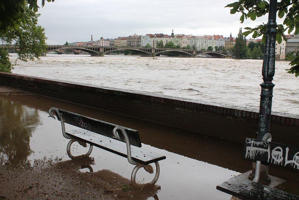 Prahu ohrožují povodně