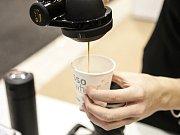 Příprava kávy. Ilustrační foto.