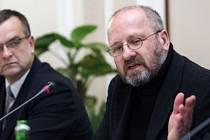 TAK JEŠTĚ JEDNOU. Petr Kratochvíl (na snímku s ministrem financí Kalouskem) sice stáhl požadavek na arbitráž se státem, nyní chce kvůli grantům žalovat město.
