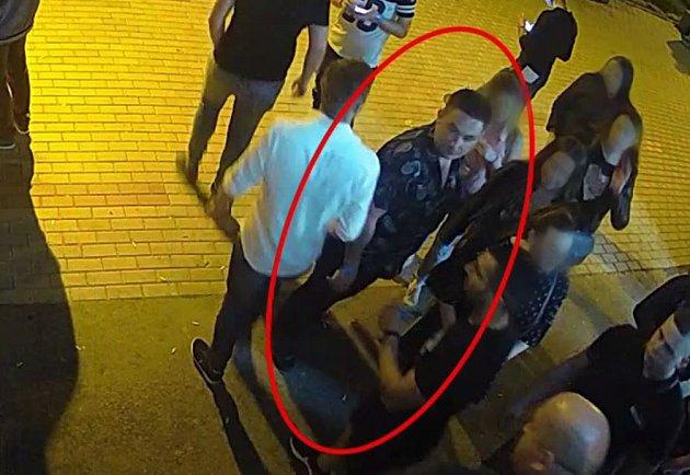 Muži hledaní v souvislosti s incidentem před diskotékou.