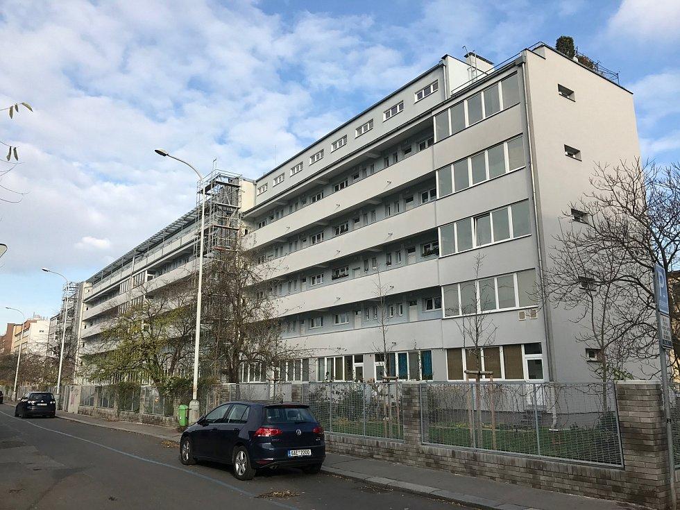 Architekt František Maria Černý: bytový dům Holešovice (ul. U Městských domů 5-13), 15. listopadu v Praze.