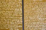 Zprávy o podmínkách ve vězení s přáním brzkého shledání pašoval Josef Churavý za zdi věznice v Pečkárně pomocí takzvaných motáků ukrytých ve špinavých kapesnících. Vystačil si s psaním na toaletní papír a válečným mýdlem.