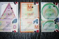Dálniční známky.