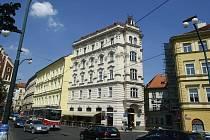 Dům na Smetanově náměstí v Praze, ve kterém žil sochař J. V. Myslbek