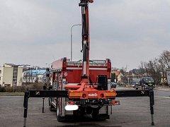 Hasiči vyprošťovali osobní vozidlo z příkopu v ulici K Říčanům.