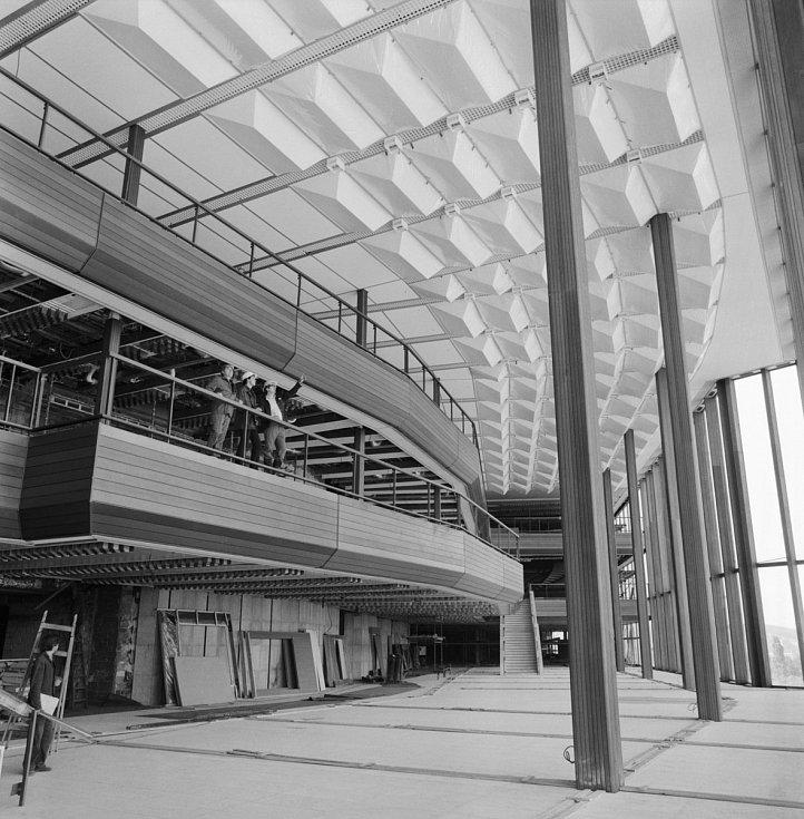 Výstavba foyer sjezdového sálu Paláce kultury v Praze v roce 1980