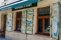 Hospůdka U báby prošla rekonstrukcí interiéru a otevřela na konci dubna 2021 výdejní okénko.