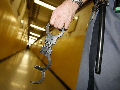 DESET LET. To je maximální výše trestu, kterou může soud stanovit zadrženým mužům./Ilustrační foto