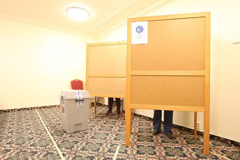 Volby do Poslanecké sněmovny Parlamentu ČR 2021 TOP hotel Praha - Základní škola Karla Čapka Vršovice.