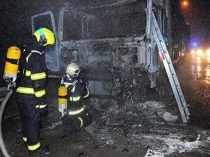 Na Pražském okruhu hořel kamion.