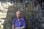 Houslový virtuóz Jaroslav Svěcený v Borobuduru, chrámovém komplexu mahájánového buddhismu v indonéském Magelangu.