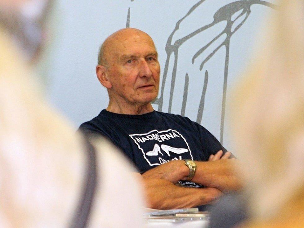 Známý hudební kritik Jiří Černý oslavil v únoru osmdesáté narozeniny.