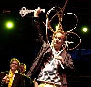 Novým králem Majálesu 2009 se 30. dubna 2009 stal student Univerzity Karlovy Vojtěch Prokeš zvaný Dejdárek XX. s klíčem od města Prahy. V pozadí poražený kandidát Bdarak Obdana.
