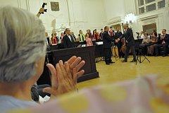 Z koncertu ženského komorního sboru Collegium Cantantium v jednací síni Městského soudu v Praze.