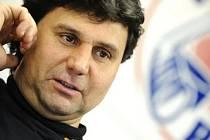 Vladimír Růžička se stále těžko smiřuje se sporným gólem třineckého útočníka Polanského ve druhém čtvrtfinálovém zápase extraligového play off.
