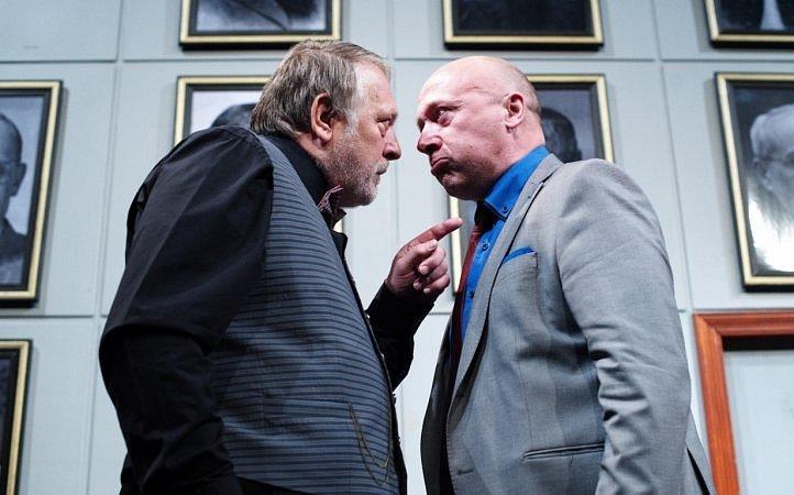 Švandovo divadlo na Smíchově v pátek uvádí komedii Smrt mu sluší.
