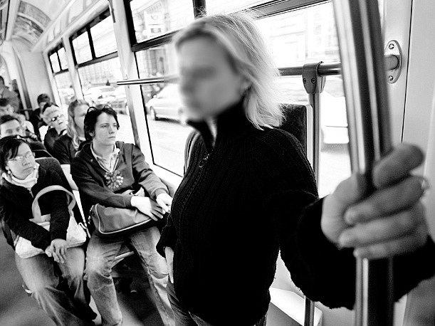 MĚSTSKÁ HROMADNÁ DOPRAVA. V metropoli patří mezi nejspolehlivější formu přepravy, přesto se mezi cestujícími občas objeví i kriminální živel./Ilustrační foto