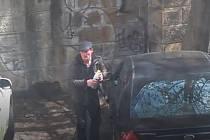 Lupič vykradl auto.