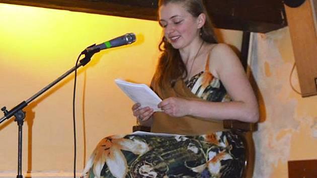 Barbora Zavadilová sama poezii také píše. Připravuje svou sbírku povídek.