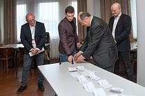V pondělí byl slavnostně nalosován a zahájen velice kvalitně obsazený Pražský šachový festival.
